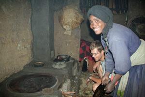 Äthiopien-Besitzerin mit Ofenbauer Christoph Ruopp