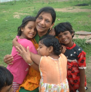Indien, Nitya Seva - Asha mit Kindern (Ausschnitt)